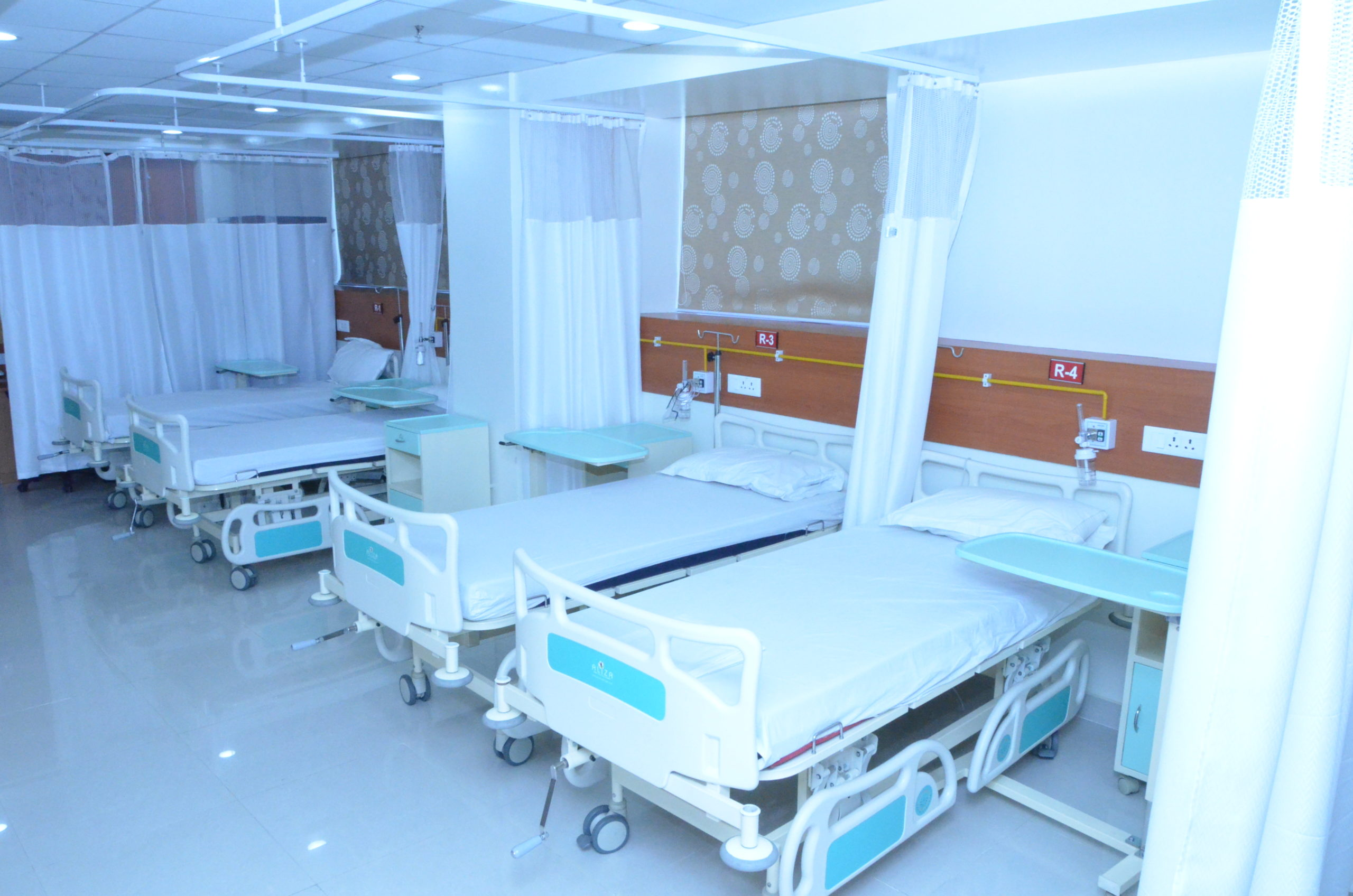 patient room at sci clinic4