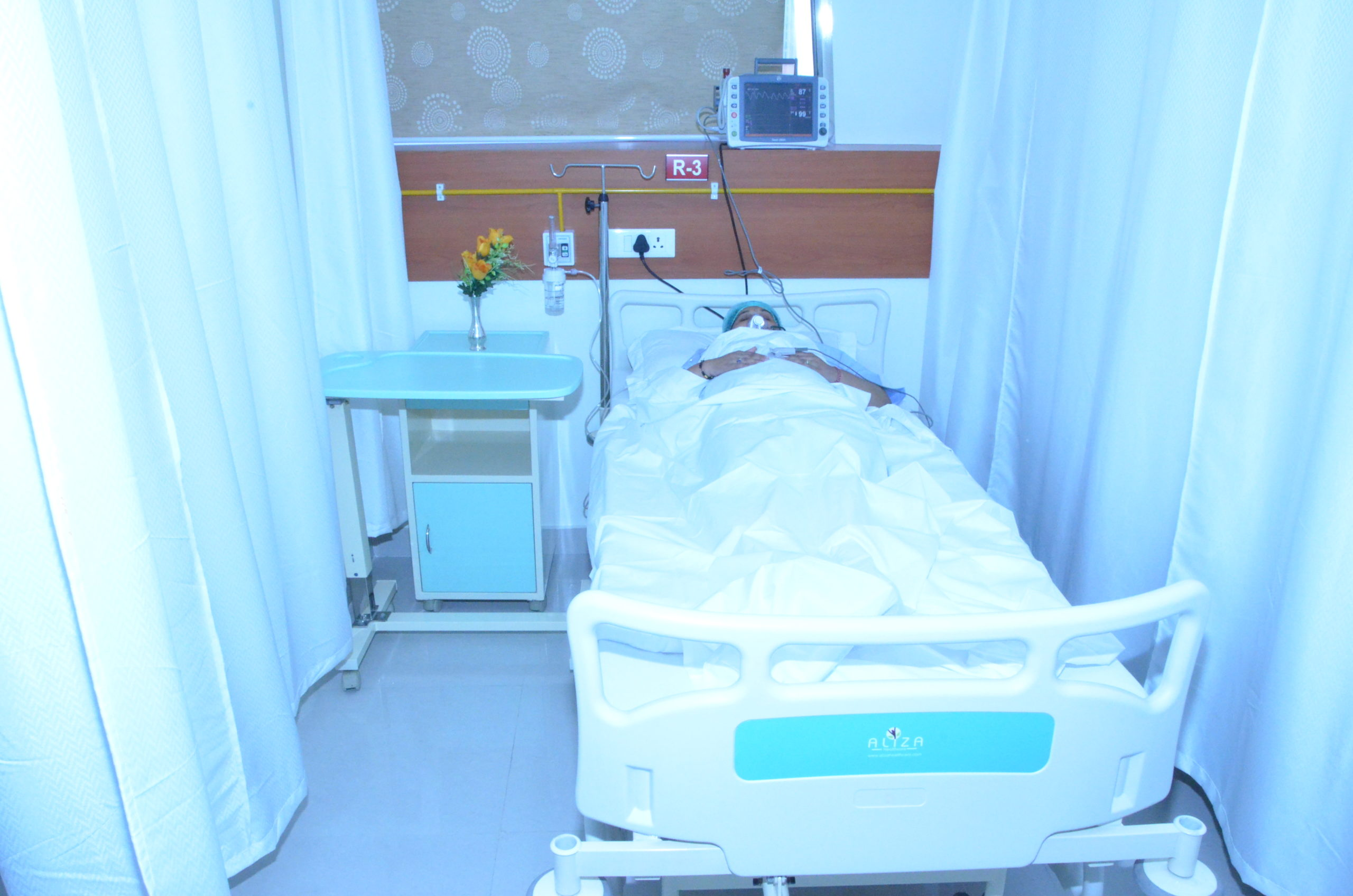 patient room at sci clinic r3